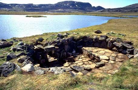 Qaummaarviit Island - archaeological site